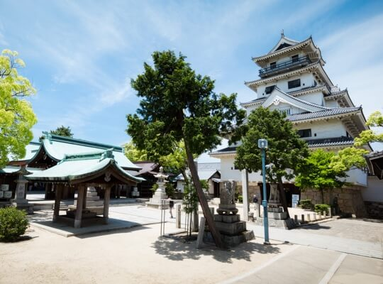 写真:神社とお城